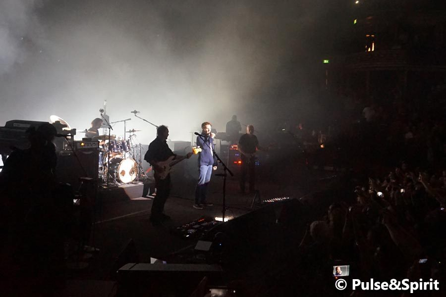 Benedict Cumberbatch, David Gilmour sing Comfortably Numb