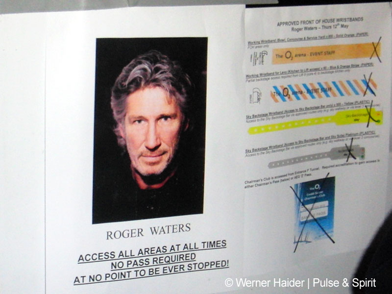Roger Waters 12.5.2011 London O2 Arena