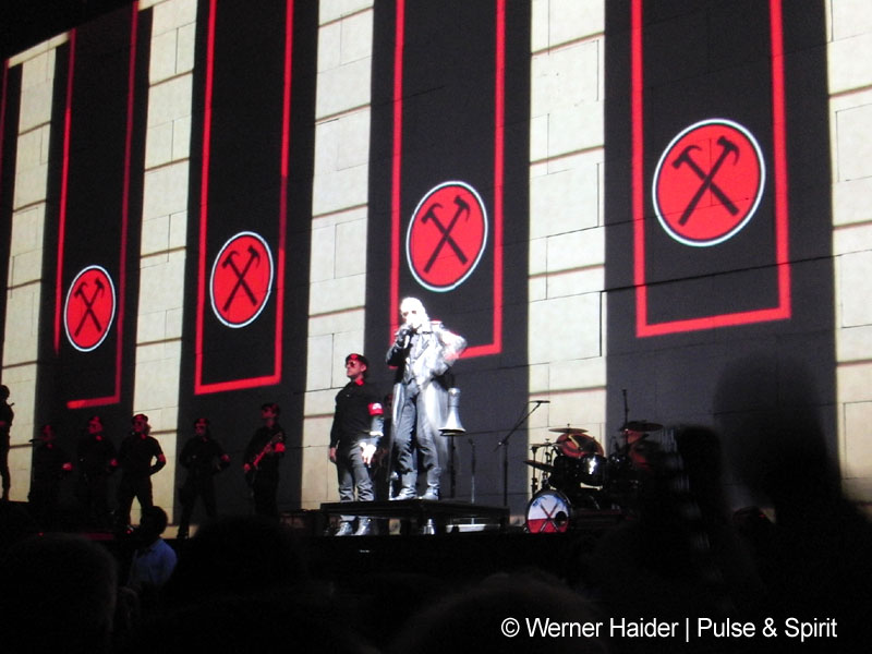 Roger Waters 14.5.2011 London O2 Arena