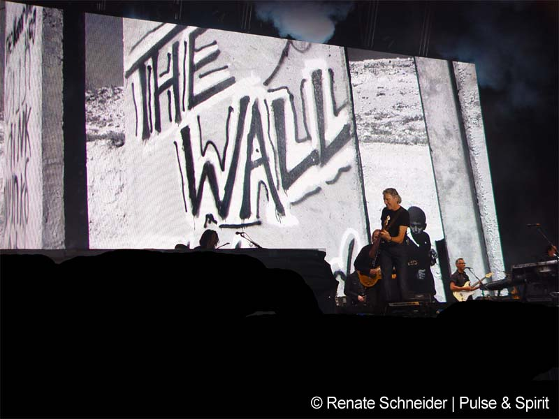 Roger Waters 9.5.2008 Artafe Football Ground